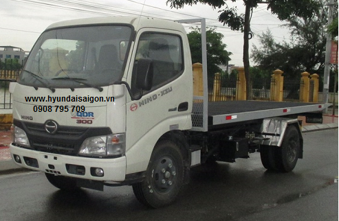 Xe tải Hino 5 tấn sàn thùng trượt chở xe