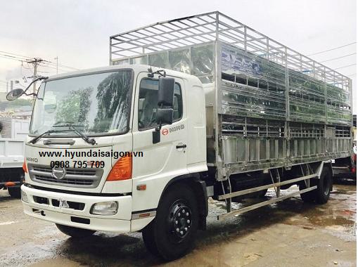 Xe tải Hino FG 8 tấn thùng 3 tầng chở heo gắn bửng nâng